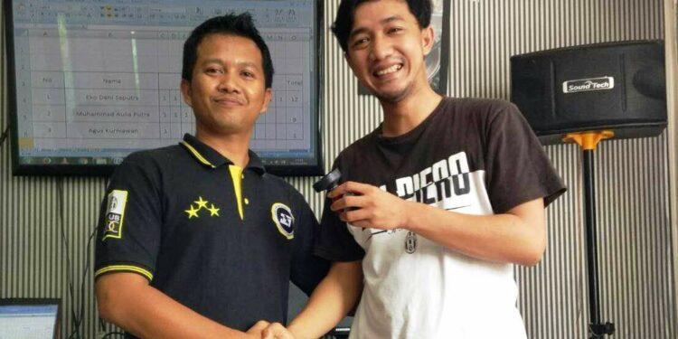 Eko Deni Saputra (kanan)