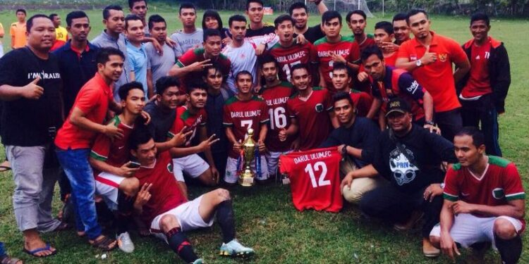 Selebrasi juara Darul Ulum FC