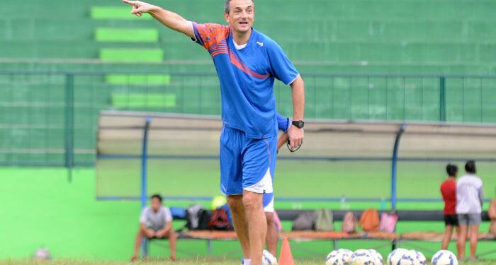 Milomir Seslija, mantan pelatih Arema FC   Foto via Ongisnade