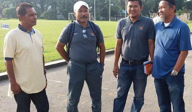 Pelatih Timnas U-18, Fachri Husaini bersama mantan pemain Persiraja Zulkifli Alfat saat di Medan | Foto FB Zulkifli Alfat