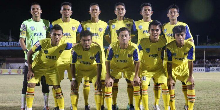PSBL Langsa saat melawan Persiraja, Sabtu 29/7/2017 di Stadion Dimurthala Lampinenung Banda Aceh.   Foto ZM Image