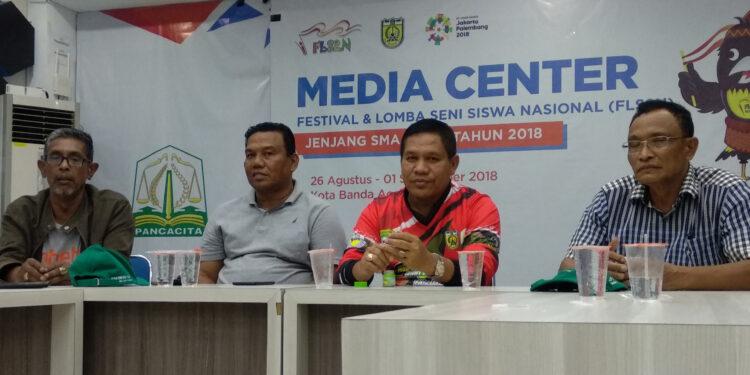 Kadispora Darmansyah didampingi para pengelola Liga Aceh 2018