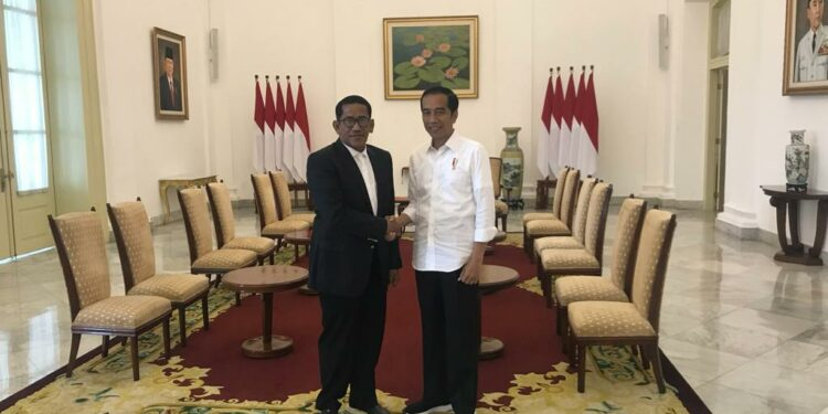 Kennedi Husein bersama Presiden Jokowi dalam sebuah kesempatan