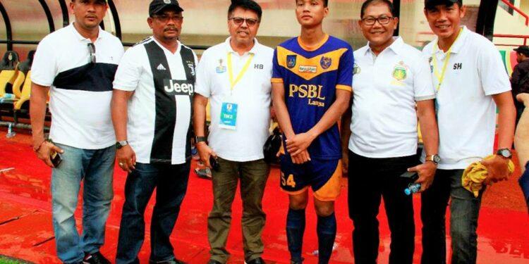 Arif Setiawan bersama petinggi PSBL dan Bhayangkara FC   Photo: Istimewa