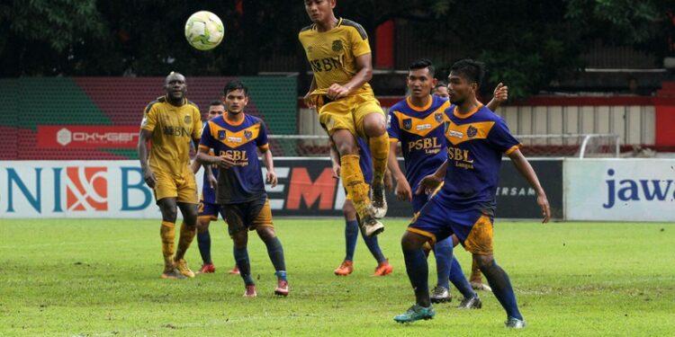Duel Bhayangkara FC lawan PSBL Langsa   Photo via detik.com