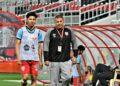 Khuwailid Mustafa didampangi staf pelatih di tim U-23 | Photo Facebook