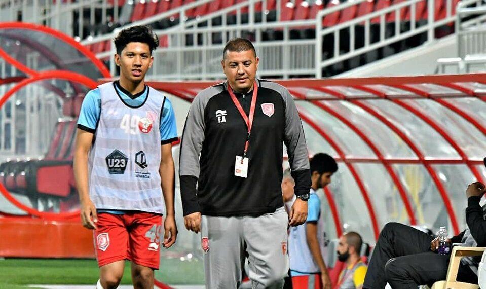 Khuwailid Mustafa was accompanied by coaching staff on the U-23 team | Photo Facebook