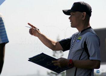Lestiadi, pelatih Persib B | Photo via simamaung.com