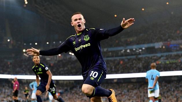 Wayne Rooney bikin sensasi dengan gol dari tengah lapangan
