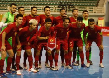 Photo with the Indonesian futsal national team players at the AFF Futsal Championship in Vietnam. Photo: While. FFI