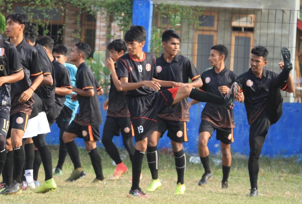 Pemain muda mengikuti seleksi untuk mengisi skuat Persiraja U-20 | Foto MO