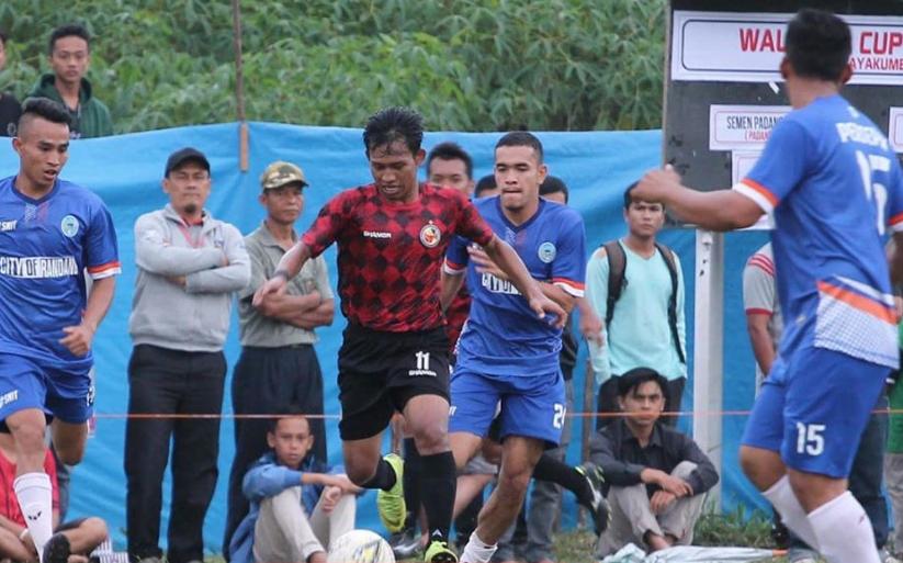 Vivi Asrizal menggiring bola | Foto Instagram SPFC