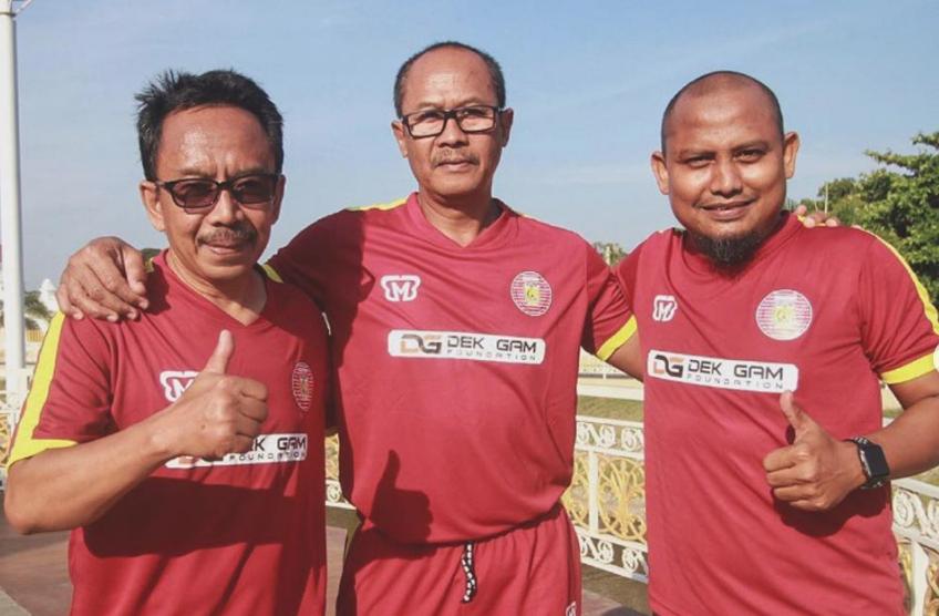 Pelatih Fisik Persiraja Irwansyah, didampingi pelatih kiper Eddy Harto dan asisten pelatih Akhyar Ilyas