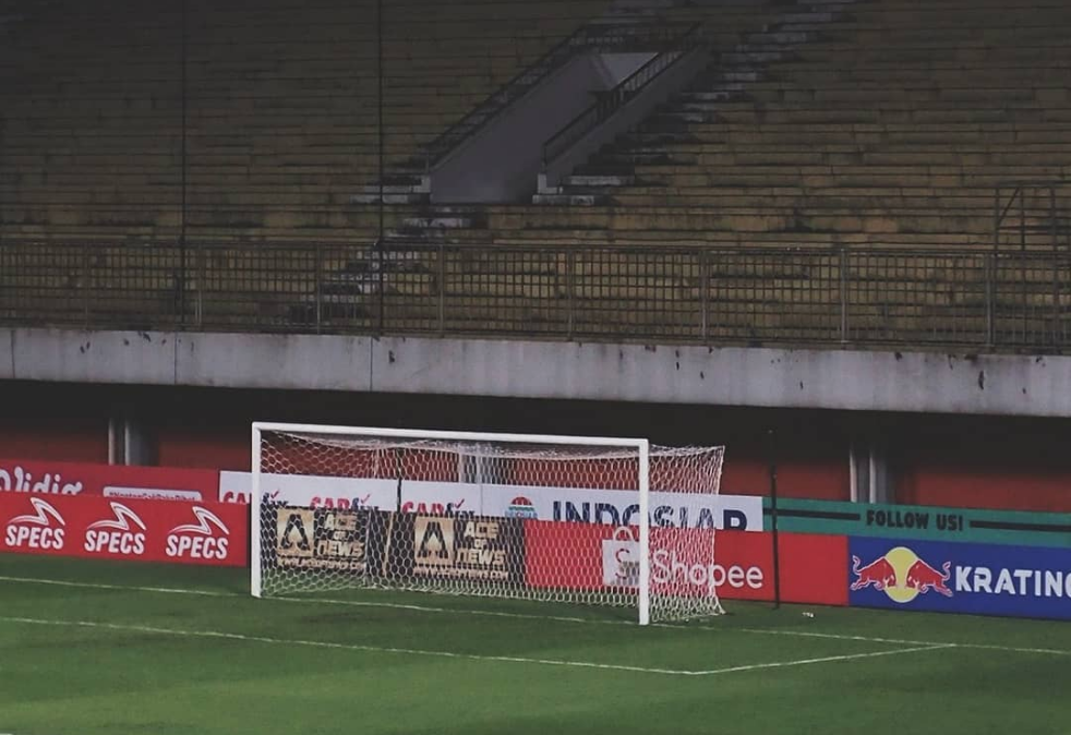 Ilustrasi tribun yang kosong tanpa penonton | Foto via Infoligaindonesia