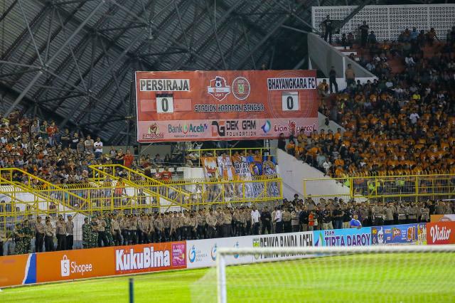 Suasana pertandingan Persiraja vs Bhayangkara | Foto via Abdul Hadi/acehkini