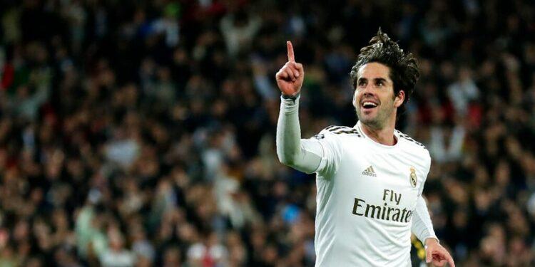 Selebrasi pemain Real Madrid Isco setelah berhasil menjebol gawan Manchester City  pada leg pertama babak 16 besar Liga Champions di stadion Santiago Bernabeu, Madrid,Rabu (26/2/2020).