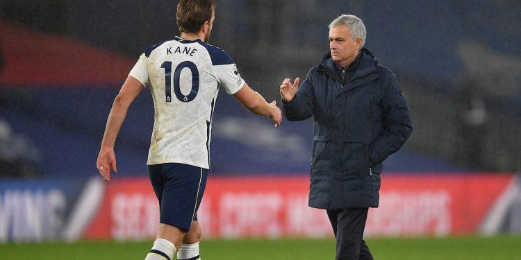 Jose Mourinho dan Harry Kane | Foto via Twitter