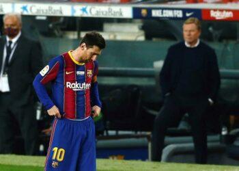 Striker Barcelona Lionel Messi tampak kecewa usai Barca ditahan imbang 2-2 Valencia dalam lanjutan La Liga Spanyol, Ahad (20/12) dini hari WIB.