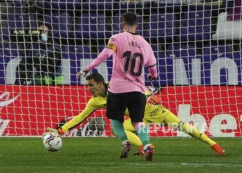 Lionel Messi saat melepaskan tendagan ke gawang Real Valladolid pada pertandingan La Liga di Stadion Jose Zorrilla, Valladolid, Rabu (23/12) dini hari WIB.