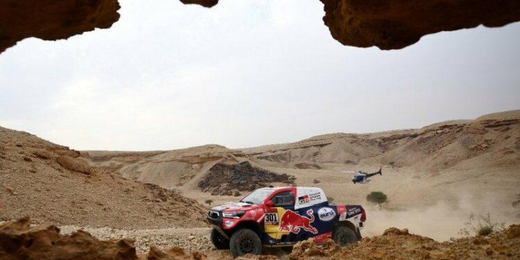 Al-Attiyah klaim etape 8 untuk pangkas jarak dari Peterhansel