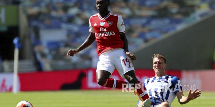 Gelandang Arsenal Nicolas Pepe (kiri).