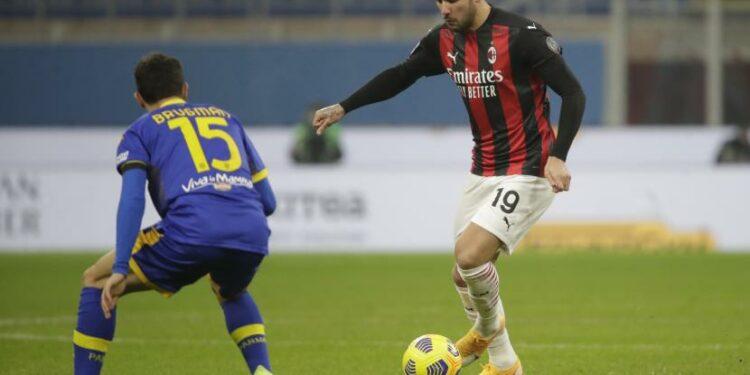 Bek AC Milan, Theo Hernandez (kanan)