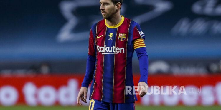 Pemain Barcelona Lionel Messi selama pertandingan sepak bola final Piala Super Spanyol antara FC Barcelona dan Athletic Bilbao di Stadion La Cartuja di Sevilla, Spanyol, Ahad, 17 Januari 2021.