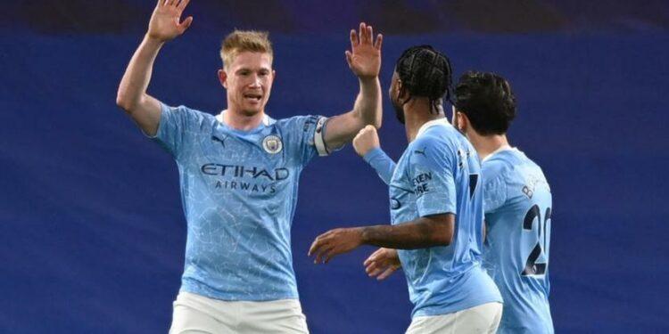 Playmaker Manchester City Kevin De Bruyne (kiri) merayakan golnya ke gawang Chelsea.