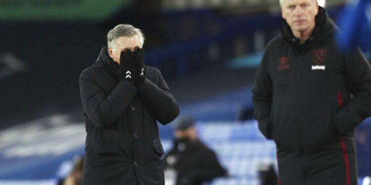 Pelatih Everton, Carlo Ancelotti (Kiri) dan Pelatih West Ham United, David Moyes (Kanan).