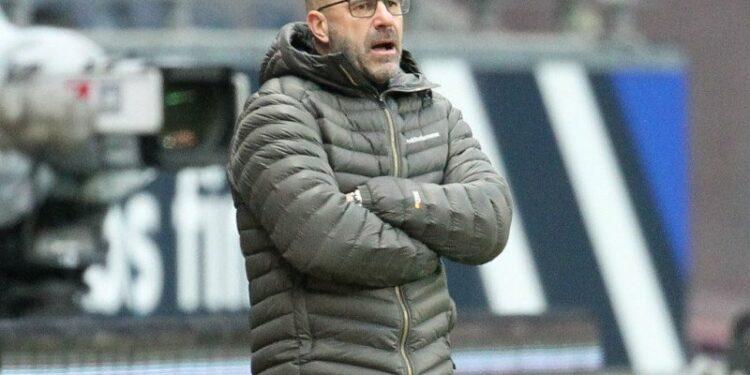 Pelatih Bayer Leverkusen kibarkan bendera putih