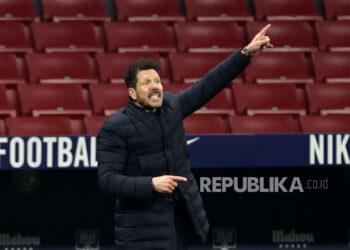 Pelatih kepala Atletico Madrid Diego Pablo Simeone bereaksi selama pertandingan sepak bola LaLiga Spanyol antara Atletico Madrid dan Sevilla FC di Madrid, Spanyol, 12 Januari 2021.