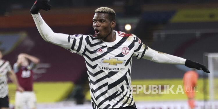 Paul Pogba merayakan setelah mencetak gol pada pertandingan sepak bola Liga Utama Inggris antara Burnley dan Manchester United di Burnley, Inggris, Selasa, 12 Januari 2021. Manchester memenangkan pertandingan 1-0.