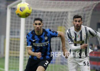 Bek Inter Milan, Achraf Hakimi (kiri)