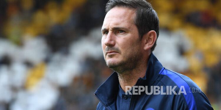 Manajer Chelsea Frank Lampard menjelang pertandingan sepak bola Liga Premier Inggris melawan Wolves di Molineux di Wolverhampton, Inggris, 14 September 2019 (diterbitkan ulang pada 25 Januari 2021). Pada 25 Januari 2021 Chelsea mengumumkan keputusan untuk memecat Frank Lampard yang diangkat sebagai manajer pada 04 Juli 2019.
