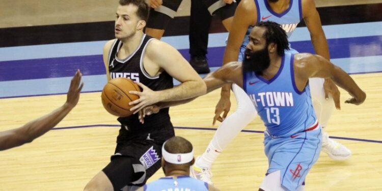 Rockets sikat Kings untuk raih kemenangan pertama musim ini