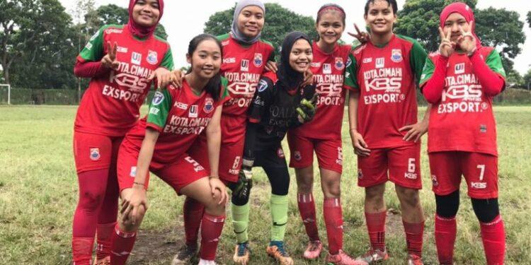 Tekad belia-belia putri majukan sepakbola wanita Indonesia