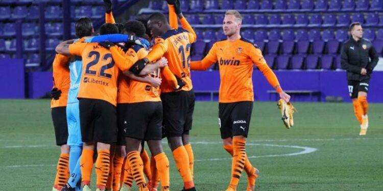Para pemain Valencia merayakan kemenangan atas Valladolid pada lanjutan La Liga, Senin (11/1) dini hari WIB.