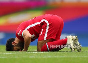 Mohamed Salah sujud syukur usai cetak gol