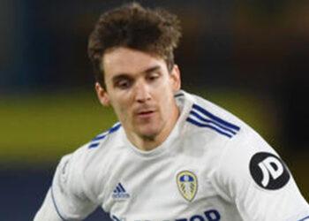 Bek tengah Leeds United Diego Llorente.