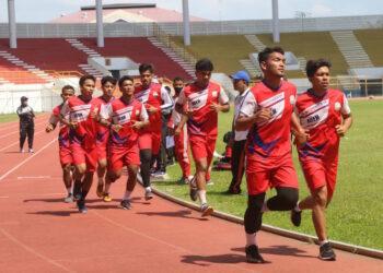 Atlet sepakbola ambil bagian dalam tes fisik yang berlangsung akhir pekan lalu | Foto Humas