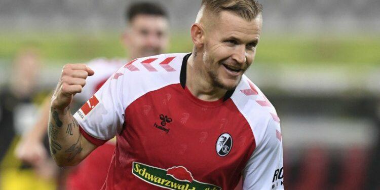 Freiburg kembali ke jalur kemenangan saat taklukkan Dortmund