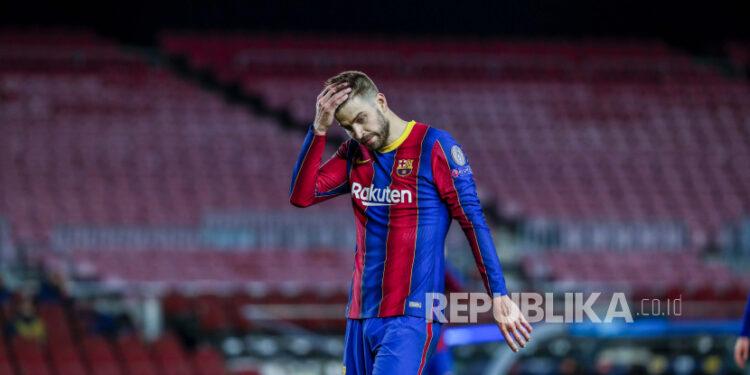 Gerard Pique dari Barcelona bereaksi selama babak 16 besar Liga Champions, pertandingan sepak bola leg pertama antara FC Barcelona dan Paris Saint-Germain di stadion Camp Nou di Barcelona, ??Spanyol, Selasa, 16 Februari 2021.
