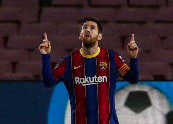 Selebrasi bintang Barcelona Lionel Messi setelah mencetak gol ke gawang Elche.