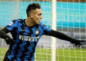 Inter Milan forward Lautaro Martinez celebrates his goal against Lazio.