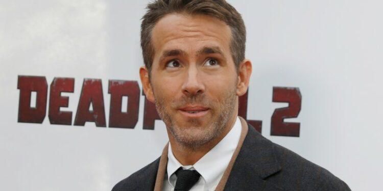 Ryan Reynolds rampungkan proses akusisi klub divisi lima Inggris