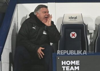 Manajer West Bromwich Albion Sam Allardyce bereaksi selama pertandingan sepak bola Liga Premier Inggris antara West Bromwich Albion dan Manchester City di West Bromwich, Inggris, 26 Januari 2021.