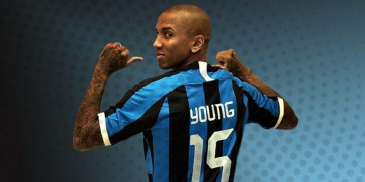 Ashley Young kemungkinan tampil membela Inter Milan menghadapi Cagliari.