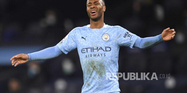 Raheem Sterling dari Manchester City saat pertandingan sepak bola Liga Utama Inggris antara Manchester City dan Manchester United di Manchester, Inggris, 07 Maret 2021.