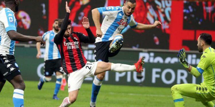 Pemain AC Milan Brahim Diaz berebut bola dengan pemain Napoli Nikola Maksimovic.