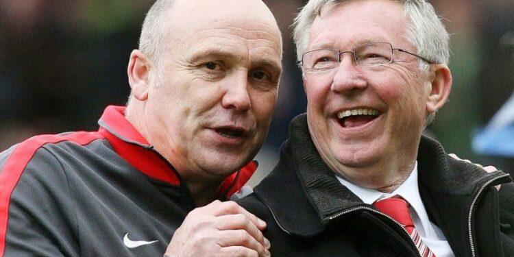 Mike Phelan (kiri) bersama Sir Alex Ferguson